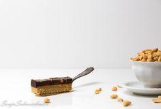 Peanutbutter-chocolate-bars with caramel; Erdnusbutter; Schokolade; Karamell; Riegel; nobake; easy; quick; einfach; schnell; swirls; edible gifts;