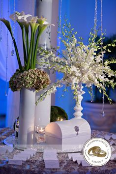 #focusedonforever #weddingphotography #bride #groom #weddingpics #ido #southfloridaweddings #southfloridaphotographer #weddingpics #weddingflowers #centerpieces #receptiondecor