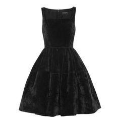 Lanvin robe en velours noir http://www.vogue.fr/mode/shopping/diaporama/cadeaux-de-noel-ultra-noirs/11040/image/654475#!lanvin-robe-en-velours-noir