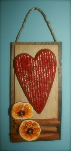 Il cuore, il profumo delle arance, la cannella, un paio di bottoni... cosi carino!!!!!!