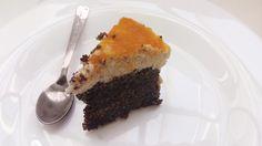 Celebramos el cumpleaños de otro compañero con una deliciosa tarta casera hecha de semillas de amapola!! Ésto es lo que ha quedado .s Os la recomendamos tanto que aquí tenéis la receta http://www.petitchef.es/recetas/tarta-de-semillas-de-amapola-mohnkuchen-alemania-fid-485808