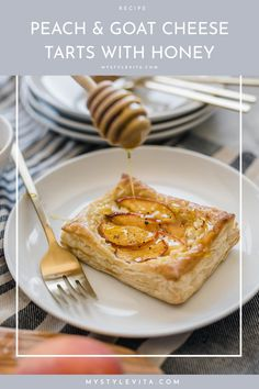 Today I'm sharing a yummy peach and goat cheese tarts recipe. Rib Recipes, Pork Chop Recipes, Tart Recipes, Pudding Recipes, Bean Recipes, Turkey Recipes, Dessert Recipes, Desserts, Salad Recipes