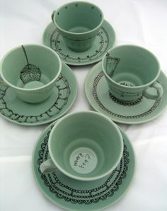 MUGS :: Sharpie Decorated Teacups :: Adore this look. can diy on any solid color ceramic/porcelain dishware with a fine point sharpie (have to bake it afterwards to set the ink) Pebeo Porcelaine, Kids Crafts, Craft Projects, Craft Ideas, Do It Yourself Decoration, Sharpie Crafts, Sharpie Projects, Sharpie Art, Tape Crafts
