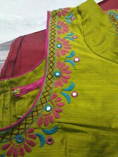 Mirror Blouse Design, Hand Work Blouse Design, Simple Blouse Designs, Fancy Blouse Designs, Blouse Neck Designs, Silk Saree Blouse Designs, Kurti Embroidery Design, Hand Embroidery Dress, Embroidery Neck Designs