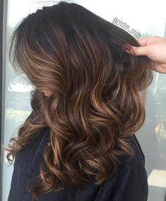 60 Chocolate Brown Hair Color Ideas for Brunettes - Light Brown Balayage Hair with Black Roots - Brown Hair Balayage, Brown Blonde Hair, Hair Color Balayage, Hair Highlights, Caramel Highlights, Color Highlights, Ombre Hair, Wavy Hair, Chunky Highlights