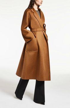 Long brown coat and black flared pants - Max Mara 2017 Max Mara, Cashmere Coat, Camel Coat, Mode Style, Trench Coats, Winter Coat, Autumn Winter Fashion, Fall Fashion, Woman Clothing