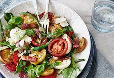 Brotsalat mit Fisolen und Eiern Caprese Salad, Cobb Salad, Low Carb, Jam Jam, Grill, Recipes, Food, Recipe, Salads