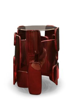 Goroka is known for its dazzling explosion of colour and feathers as a way to impress the enemy. GOROKA Side Table takes inspiration from this tribe located in Papua New Guinea. It is coated with silver leaf with shades of translucent red and a glossy varnish to top it off, making it a memorable round side table to place in modern interior design.  #livingroomdesign #contemporarylivingrooms #modernlivingrooms #classiclivingrooms #mid-centurylivingrooms #eclecticlivingrooms