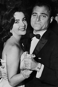 18 iconic vintage party photos: Elizabeth Taylor and Mike Todd, 1956.