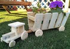 Crafting an art from these retired wood pallets is another great idea of making something inexpensive for your household. We are at freedom to craft any art that we require. This rehashed wooden pallets tractors art is crafted only for our decoration needs. It serves no other purpose except enhancing the class of your space.