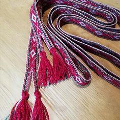 Brikkevevd vippebånd / forklebånd | FINN.no Tassel Necklace, Magic, Beige, Band, Crafts, Jewelry, Fashion, Moda, Sash