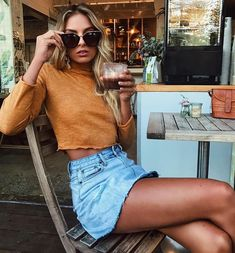 50 Questions with beach babe Hannah Perera - Summer Fashion Look Fashion, Fashion Outfits, Womens Fashion, Fashion Trends, Beach Style Fashion, Fashion Spring, Fashion 2018, 90s Fashion, Fashion Clothes
