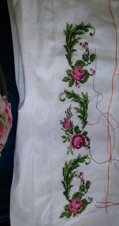 Vasfiye Ozmen's media content and analytics Beaded Cross Stitch, Cross Stitch Borders, Cross Stitch Rose, Chain Stitch, Cross Stitching, Baby Dress Patterns, Baby Knitting Patterns, Beaded Bouquet, Embroidery Motifs