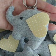 Elefante Elefante The post Elefante appeared first on Berable. Elephant Shower, Elephant Party, Baby Elephant, Sewing Patterns For Kids, Felt Patterns, Baby Mini Album, Felt Bookmark, Felt Crafts Diy, Baby Shawer