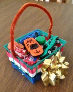 Patriotic strawberry basket craft! #4thofjuly @Kate Wilkinson