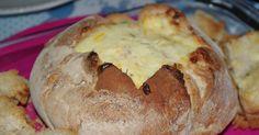 Ingredientes:   1 Pão Saloio de tamanho médio  2 Embalagens de Queijo ralado  (1Mozzarela, 1Emmental)  1 Embalagem Fiambre em cubinhos  o...