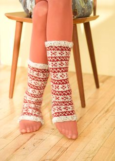 Modifying these to be complete socks, adding reindeer to the pattern!