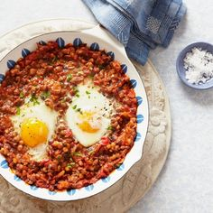 Baked eggs with harrisa and lentils | Easy vegetarian recipes - Red Online