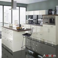 L21 White Lacuqer Kitchen Design - Buy Glossy Finish Kitchen,Kitchen Furniture,Kitchen Cabinet White Glossy Product on Alibaba.com