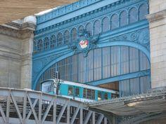 Métro Gare d'Austerlitz, Paris (correspondance RER C) Paris 3, Paris France, Travel Pics, Travel Pictures, Les Gobelins, Metro Paris, Rapid Transit, Metro Station, Most Beautiful Cities