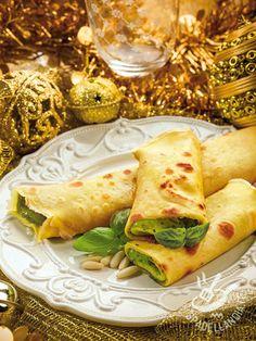 Crepes con pesto e ricotta Ricotta, Pesto, Prosciutto Cotto, Gnocchi, Mediterranean Diet, Waffle, Italian Recipes, Christmas Time, Food And Drink
