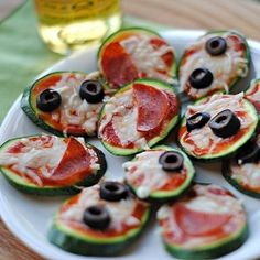 These delicious Mini Zucchini Pizzas make the perfect healthy appetizer for your Super Bowl Sunday!