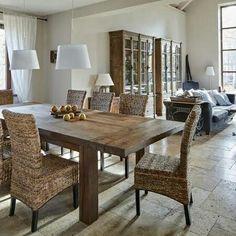 Piękny, oryginalny stół do salonu