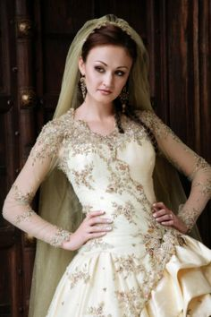 off white / ivory bride Bridal Gowns, Wedding Gowns, Traditional Sleeve, Long Sleeve Wedding, Here Comes The Bride, All About Fashion, Wedding Attire, Dream Dress, Bali
