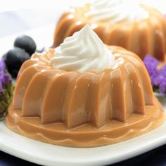 Dulce de Leche Gelatin recipe from our dessert recipes collection Gelatin Recipes, Jello Recipes, Mexican Food Recipes, Sweet Recipes, Köstliche Desserts, Delicious Desserts, Dessert Recipes, Yummy Food, Cupcake Cakes