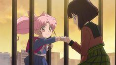 Chibiusa giving Hotaru a gift Sailor Moon Crystal, Cristal Sailor Moon, Sailor Moon Manga, Sailor Moon Art, Sailor Moon Screencaps, Sailor Scouts, Manga Girl, Manga Anime, Anime Love
