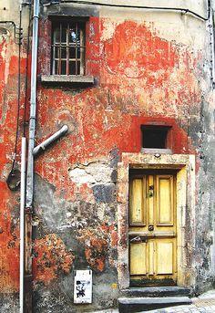 Red wall, yellow door. Photographer: Kat...