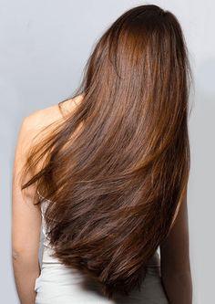 fille de dos avec cheveux longs en santé