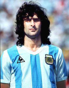 """Mario Alberto """"Matador"""" Kempes internacional con la Selección de Argentina entre los años 1973 y 1982 con 43 partidos y 20 goles. Ganó el Mundial 78 dónde fue máximo Goleador."""