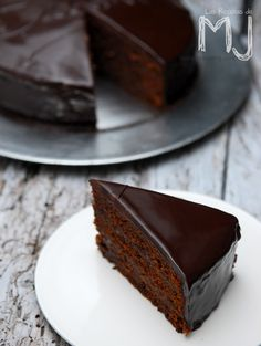 the amazing Sacher cake Gourmet Recipes, Sweet Recipes, Cake Recipes, Dessert Recipes, Choco Chocolate, Chocolate Desserts, Austrian Recipes, Pastry Cake, No Bake Treats