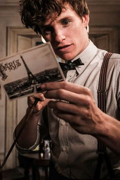 In the snaps, Eddie Redmayne slips back into his slick suit as he reprises his character of Newt Scamander, and joins his partner in crime Tina for further mischief in Paris. Fantastic Beasts Movie, Fantastic Beasts And Where, Eddie Redmayne Fantastic Beasts, Mundo Harry Potter, Harry Potter World, Cary Grant, Carole Lombard, Katherine Waterston, Newt Scamander Aesthetic