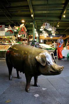Rachel, cast bronze piggy bank by Georgia Gerber. Pike Place Market, Seattle.