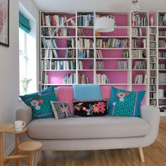 33 Cheerful Summer Living Room Designs - Home Decor & Design Small Living Room Design, Colourful Living Room, Small Living Rooms, Living Room Designs, Modern Living, Colourful Lounge, Living Room Shelves, Living Room Storage, Living Room Sofa