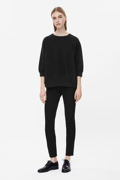 This sweatshirt is made from stretchy cotton-mix knit with an embossed dot texture. An oversized fit, gathering at the hemline and cuffs for rounded shapes, it has a wide round neckline and ¾ sleeves.