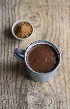 Cioccolata calda al profumo di spezie (con latte di mandorle)