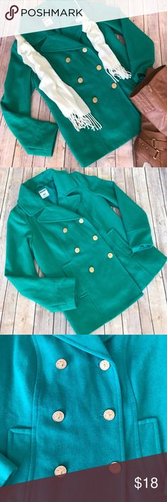 """{Old Navy} Kelly Green Pea Coat/Jacket Good used condition. There is a hold along the Sean under the right arm pit about 1.5"""" long as pictured. Old Navy Jackets & Coats Pea Coats"""