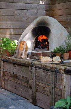I want a Pizza Oven in my back yard! Home-made breads and pizzas right out of the oven, and the house wouldn't even be hot... ~~ Houston Foodlovers Book Club