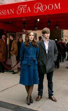 Leighton Meester and Chace Crawford in Gossip Girl Gossip Girl Blair, Gossip Girls, Estilo Gossip Girl, Blair Waldorf Gossip Girl, Gossip Girl Seasons, Gossip Girl Outfits, Gossip Girl Fashion, Estilo Blair Waldorf, Blair Waldorf Outfits
