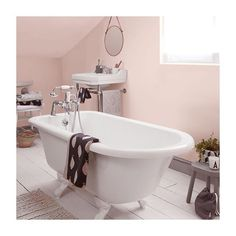 We all know the pink trend isn't going away anytime soon! Pairing pink and grey strikes a perfect balance between soothing and… Blush Bathroom, Blush Pink Bedroom, Bathroom Wall Decor, Bathroom Ideas, Dulux Bedroom Colours, Dulux Grey, Clawfoot Bathtub, Bathroom Inspiration, Pink Grey