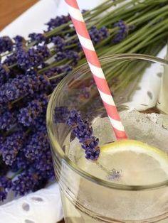 Kouzlo mého domova: Levandulová limonáda Lemonade Cocktail, Cocktails, Drinks, Mojito, Lavender, Food And Drink, Sugar, Baking, Smoothie