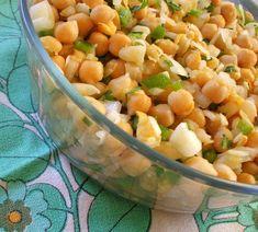 Receita de Salada de Grão, Pimento e Cebola - http://www.receitasja.com/receita-de-salada-de-grao-pimento-e-cebola/