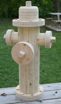Holzprojekte not really functional, but cool! Fire hydrant made of wood! Carpentry Projects, Diy Wood Projects, Wood Crafts, Diy And Crafts, Woodworking Crafts, Woodworking Plans, Woodworking Shop, Arte Bar, Firefighter Decor