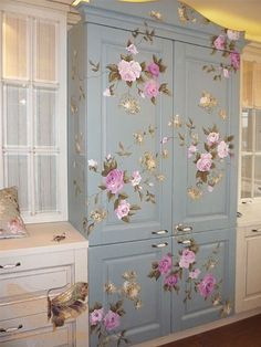 22 Inspirations for Wood Furniture Decoration with Paint wood furniture painting ideas….LOVE this for my sewing room to store fabric. The post 22 Inspirations for Wood Furniture Decoration with Paint appeared first on Welcome! Decoupage Furniture, Hand Painted Furniture, Funky Furniture, Paint Furniture, Repurposed Furniture, Furniture Makeover, Vintage Furniture, Furniture Decor, Reclaimed Furniture