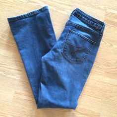 "Jag jeans low rise boot cut size 2 Jag jeans size 2. More like a 4 in my opinion. Great condition. Normal wear on the bottom. But still feel and look like new. 30"" inseam Jag Jeans Jeans Boot Cut"