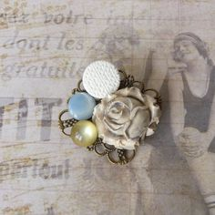 Vintage Brooch, Retro Shabby Chic, Flower Brooch, Plastic Button, Ceramic Flower Cabochon, Mothers Day, Wedding Jewelry, Coworker Gift by bleuluciole on Etsy