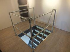 Inspiratie voor Trapleuningen en Balustrades | Steigerbuis Online Pipe Railing, Attic Stairs, Attic Remodel, House Goals, Loft, Shelves, The Originals, Furniture, Home Decor